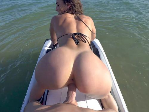 Imagem acervo de sexo Fodendo a bucetinha da safadinha em um jet skis