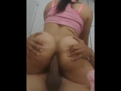 Imagem Sexo ao vivo Rabuda sentou na pica com o cu lubrificado