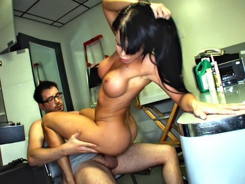 Imagem teen porno Putona dando sua pepeca para o amigo do seu namorado