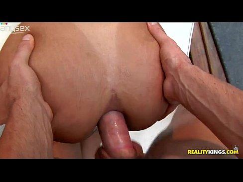 Imagem Transa sensual Dando o cuzinho gostoso em cima na sinuca