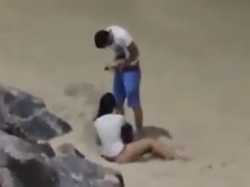 Imagem Tv zona Flagra de sexo em uma praia