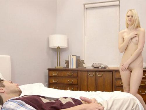 Imagem Xvideos Loirinha virgem no sexo com primo esperto