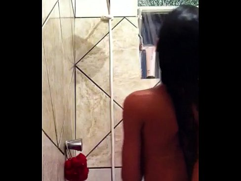 Imagem Hedtub Novinha peladinha tomando banho