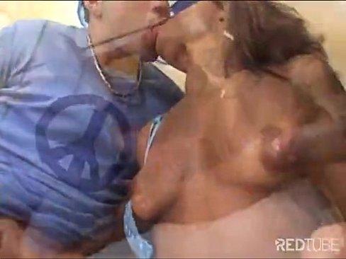Imagem Mamae fiz porno Morena fodendo com dois ao emsmo tempo