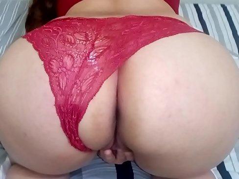 Imagem Sexo escondido Braquinha abrindo a buceta e gozando