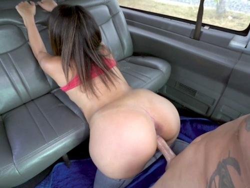 Imagem Xvidoes com br Foda boa em uma van com a novinha morena
